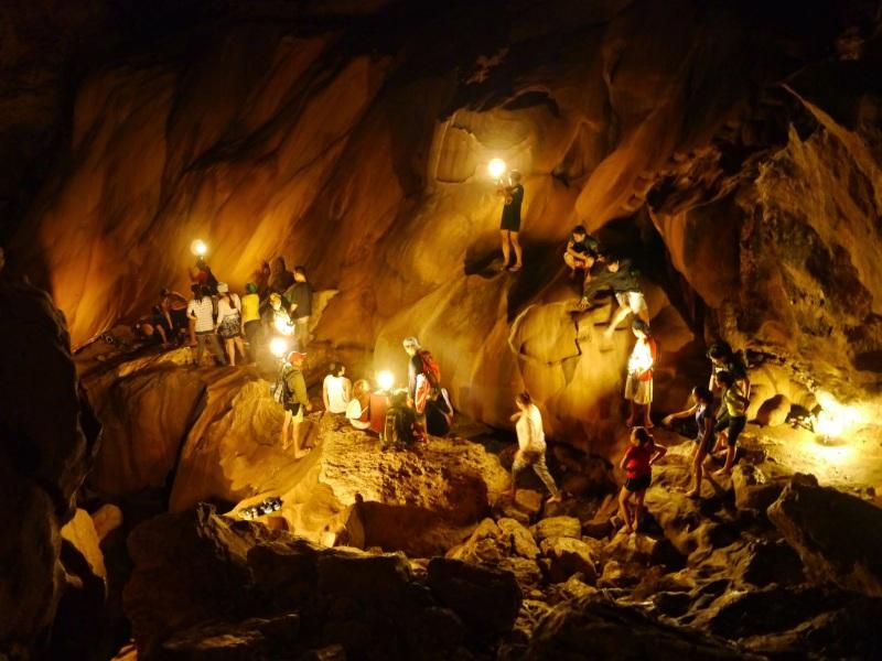 07-Sagada的洞穴內,充滿著旅客