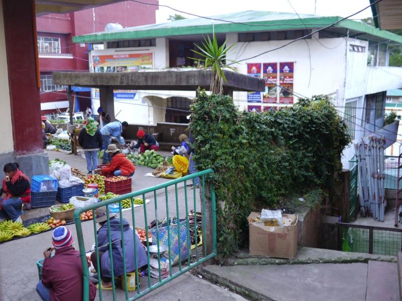 09-Sagada清晨擺攤販售蔬果的人們