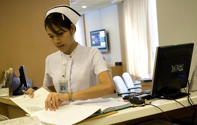 一家曼谷醫院的護士。ILO in Asia and the Pacific