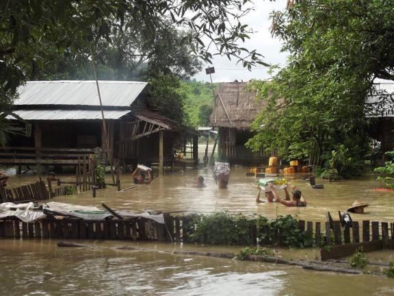 受颶風科門影響,許多緬甸村落已成水鄉澤國。(Photo Credit: thet-wai-blog@Blogger CC BY 2.0, http://goo.gl/vXDLxY)