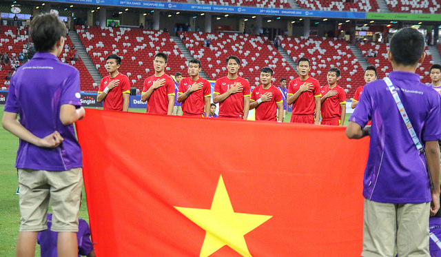 Vietnam Team and Flag (OXSPORTS VOXER)