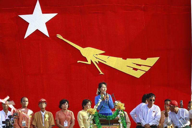翁山蘇姬於2012年選舉時的競選活動。(Photo Credit: Wiki commons CC BY 2.0)