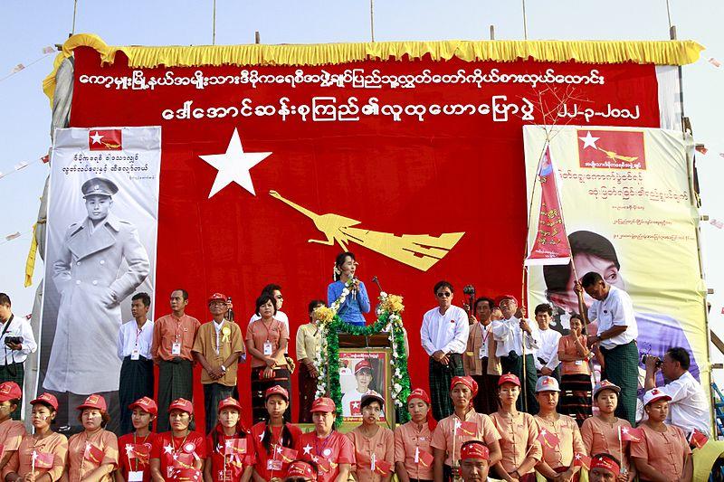 翁山蘇姬於2012年選舉時的競選活動。(Photo Credit: Wiki commons CC BY 2.0))