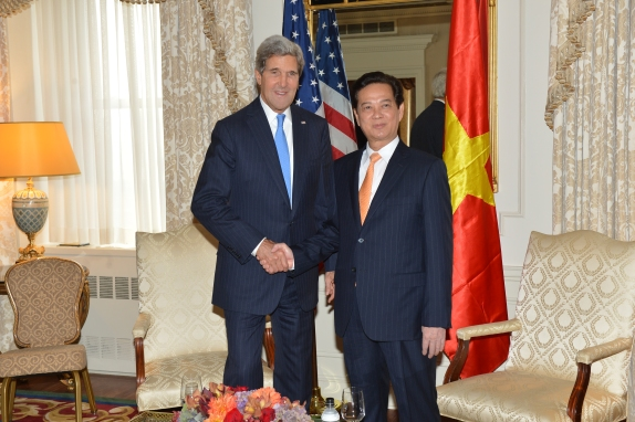 Secretary_Kerry_Meets_With_Vietnamese_Prime_Minister_Nguyen_Tan_Dung_(9968638426)