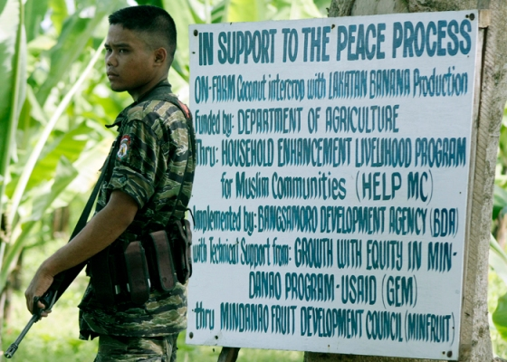 Moro_soldier_outside_USAID_GEM_700x500