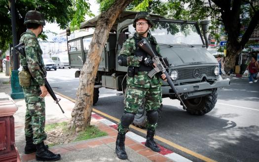 2014_0526_Thailand_coup_Chang_Phueak_Gate_Chiang_Mai_02