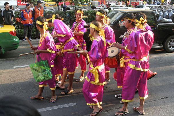 1024px-Bangkok-Gay_Festival-NOV06
