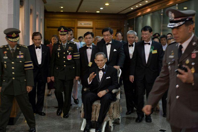 1024px-Bhumibol_Adulyadej_2010-9-29.jpg
