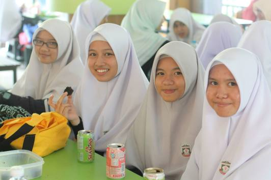 madrasah_aljunied_al-islamiah_students_enjoying_snacks