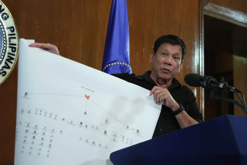 Rodrigo_Duterte_showing_diagram_of_drug_trade_network_2_7.7.16