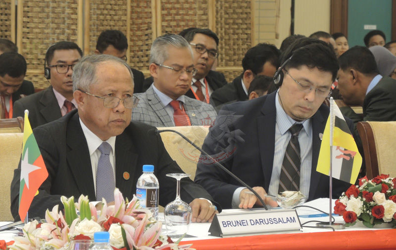 Pic 4 - YB Pehin delivers a statement copy
