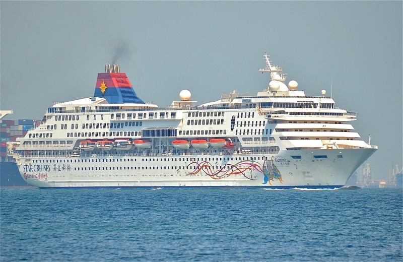 Star_Cruises_SuperStar_Gemini_on_August_22,_2014